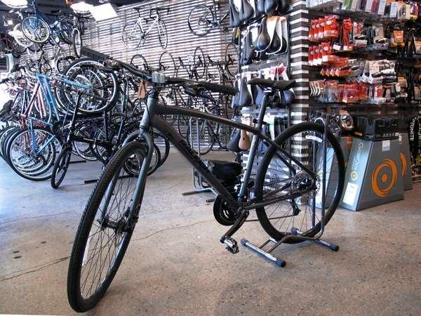 2013 Raleigh Misceo hybrid bicycle with disc brakes