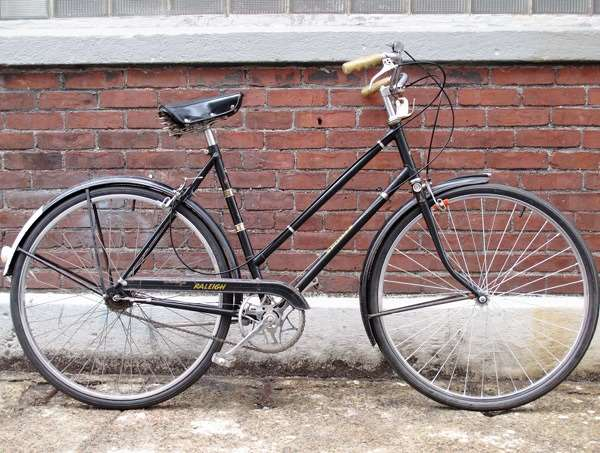 Vintage Raleigh three speed city bike