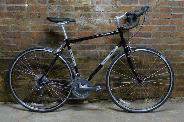 2014 Jamis Quest Sport steel 4130 road bike Shimano Claris 8 speed