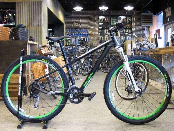 2013 Raleigh Talus 29 Sport Shimano Alivio hardtail mountain bike