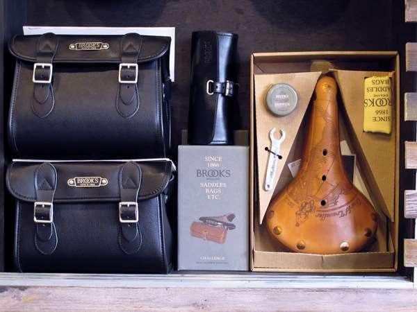 Brooks England World Traveler B17 saddle and saddle bags